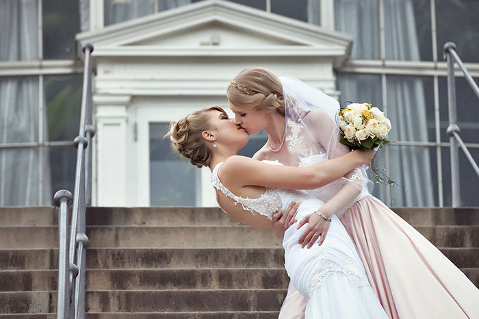 Estas 2 cosplayers se han casado y su boda parece un cuento de hadas