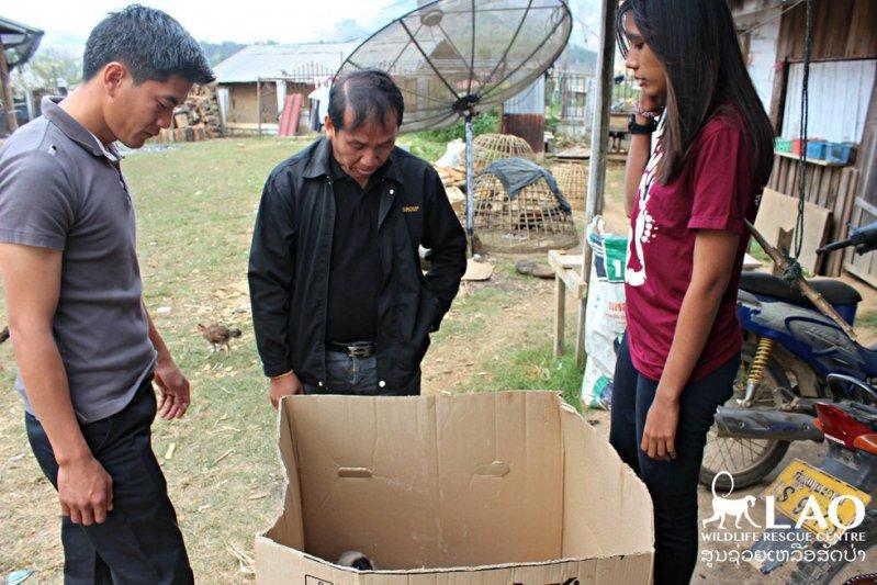 Cuando abrieron esta caja, vieron que escondía algo triste en su interior