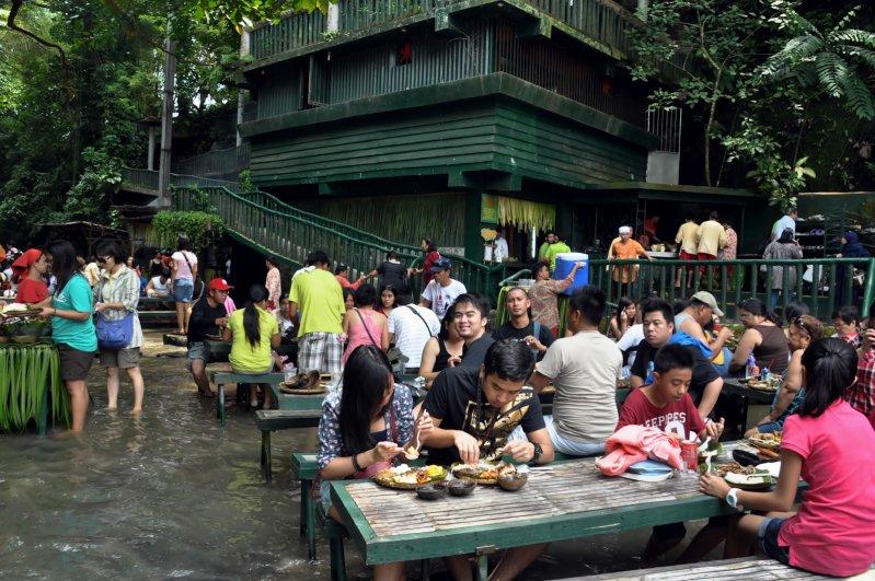 ¡Increíble! El restaurante bajo la cascada en Filipinas