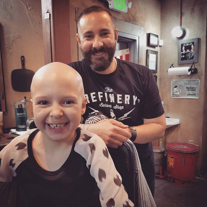 Esta niña de 7 años no permitió que su alopecia le impidiera deslumbrar en la escuela en el día de peinados locos