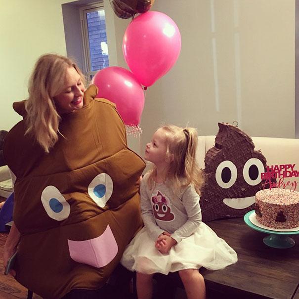 Esta niña se negaba a celebrar su 3º cumpleaños si no era con cacas, así que tuvo una fiesta de m*erda