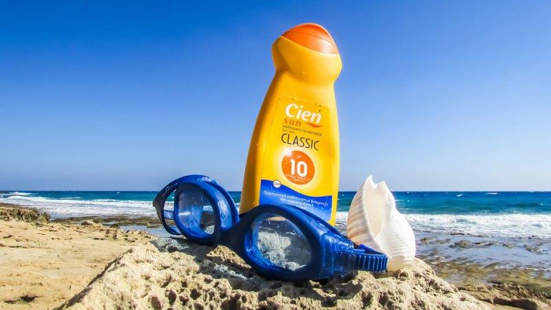 Cómo proteger la piel de tus niños si van a la playa