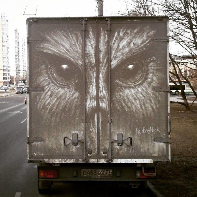 """Los dueños de coches sucios encuentran sus vehículos """"vandalizados"""" con increíbles dibujos"""