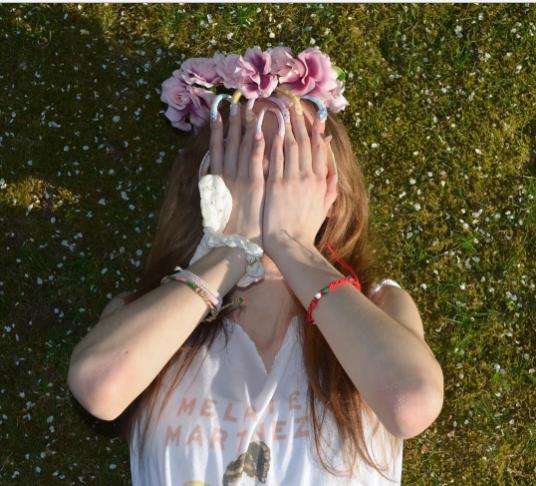 Simone Taylor, la instagrammer que no se ha cortado las uñas en 3 años