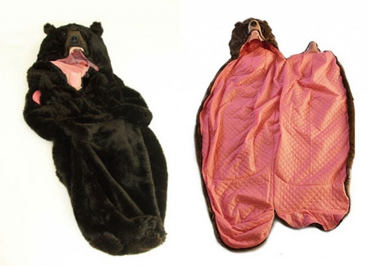 Si te encanta dormir, necesitas esta bolsa con  forma de eso en tu vida